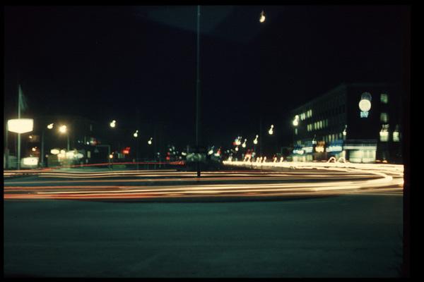 kanalgatan-i-nattbelysning-1965